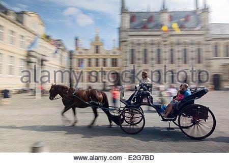 Belgio Fiandre Occidentali Bruges centro storico sono classificati come patrimonio mondiale dall' UNESCO il carrello Foto Stock
