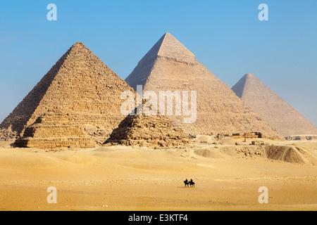 Vista delle piramidi vicino a città del Cairo in Egitto Foto Stock