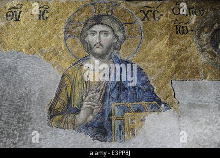 Hagia Sophia. Mosaico della Deesis. Dettaglio del Cristo in maestà. Il XIII secolo. Istanbul. La Turchia. Foto Stock