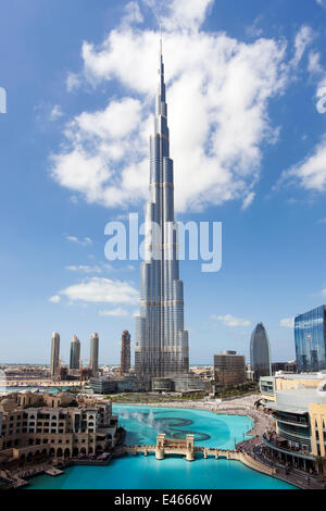 Il Burj Khalifa, completata nel 2010, l'uomo più alto struttura realizzata nel mondo, Dubai, Emirati Arabi Uniti Foto Stock