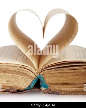 Prenota con pagine aperte di forma del cuore isolato su sfondo bianco Foto Stock