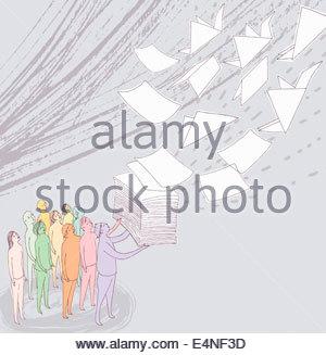 Gruppo di persone che guardano la risma di carta per volare via e cambiare con la gru di origami Foto Stock