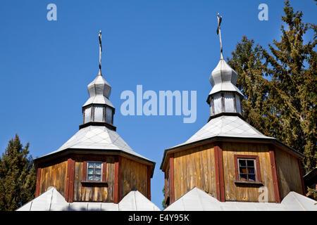 Chiesa di legno due cupole Foto Stock