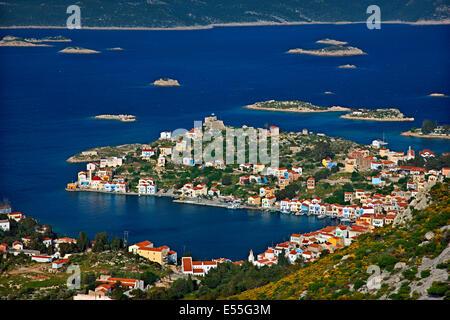 Vista panoramica del pittoresco villaggio di Kastellorizo (o 'Meghisti') isola, Dodecaneso, Grecia Foto Stock