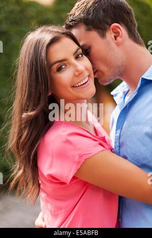 Momenti romantici per la coppia adorabile, Debica, Polonia Foto Stock