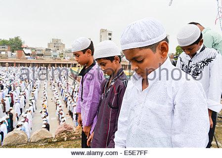 Jama Masjid, Ahmedabad, India. 29 Luglio, 2014. I musulmani che celebra l'Eid al-Fitr che segna la fine del mese Foto Stock