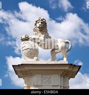 Lion scultura vicino a Schloss Nordkirchen Palace, Nordkirchen, Westmünsterland, Münsterland, Renania settentrionale-Vestfalia, Germania