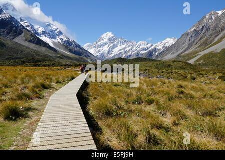 Il Boardwalk su Hooker Valley Trail, parco nazionale di Mount Cook, sito UNESCO, regione di Canterbury, Isola del Foto Stock