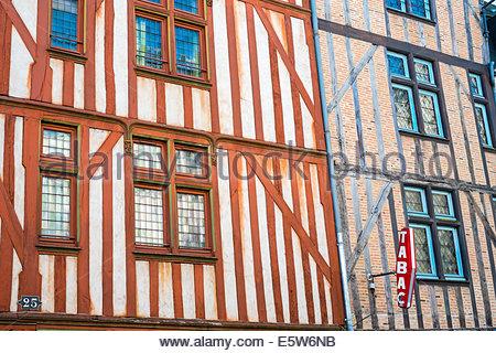 Vecchio di legno tipiche case a graticcio, Tours, Indre-et-Loire, centro, Francia