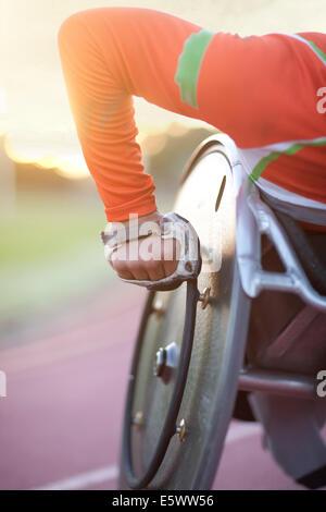 Chiusura del braccio di atleta in para-competizione atletica Foto Stock