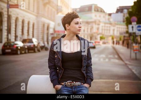 Ritratto di giovane donna adulta
