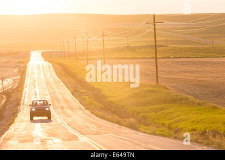 Aperta la strada al tramonto, Montana, USA