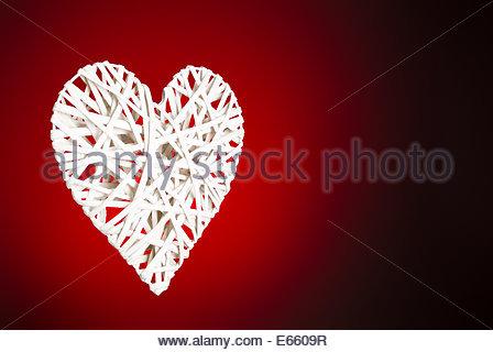 Cuore di reticolo su sfondo rosso Foto Stock