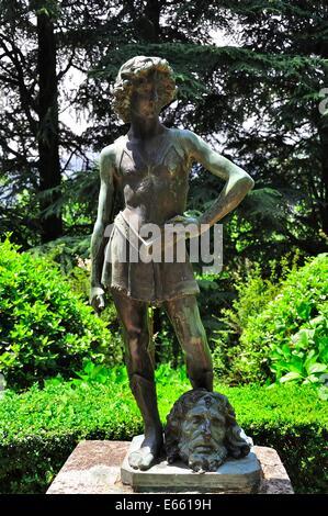 Statua di Davide con la testa di Golia nei giardini di Villa Cimbrone, Ravello, Italia