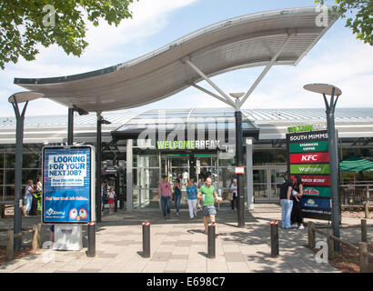M25 Motorway Services a Welcome Break stazione di servizio, South Mimms, Potters Bar, Hertfordshire, Inghilterra