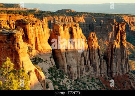 Monumenti di pietra arenaria e formazioni dal monumento vista del Canyon, Colorado National Monument, Grand Junction, Colorado, STATI UNITI D'AMERICA