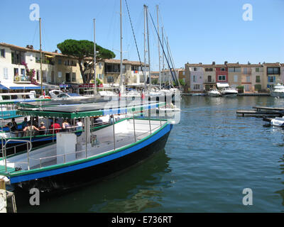Port Grimaud village e il porto, situato nel sud della Francia vicino a St Tropez Foto Stock