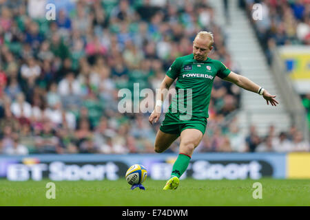 Twickenham, Regno Unito. 06 Sep, 2014. Aviva Premiership Rugby. London Irish versus arlecchini. London Irish outhalf Foto Stock