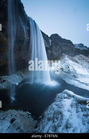 Seljalandsfoss in inverno, sud dell'Islanda Foto Stock