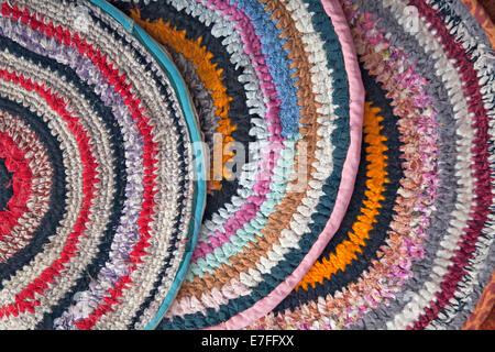 Tappeti Fatti A Mano Ad Uncinetto Di Tessuto Colorato Nastri Foto