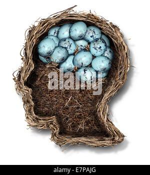 Proteggere il cervello la salute mentale nozione come un nido di uccelli a forma di una testa umana e il viso con Foto Stock