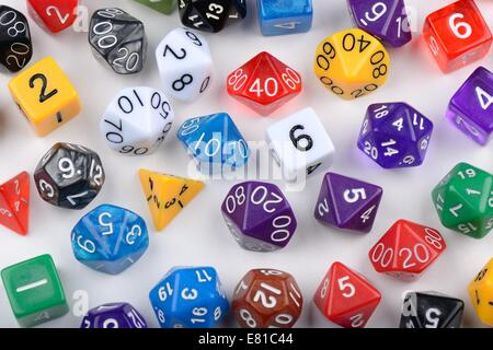 In tutte le forme e i valori di multi-sided dice virtuale Foto Stock