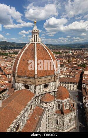 Vista sul Duomo e la città dal Campanile, Firenze, Sito Patrimonio Mondiale dell'UNESCO, Toscana, Italia, Europa Foto Stock