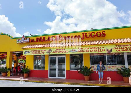 Miami Florida Tamiami per voli Sentiero El Palacio de los Jugos ristorante cubano esterno anteriore al di fuori Foto Stock