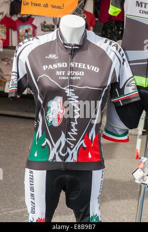 Passo Stelvio Escursioni in bicicletta jersey in vendita in cima al Passo dello Stelvio, Alto Adige, Italia Foto Stock