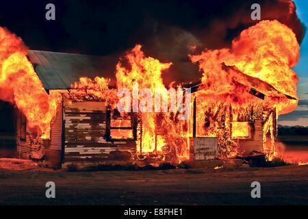 Casa abbandonata sul fuoco, Gila Bend, Arizona, Stati Uniti