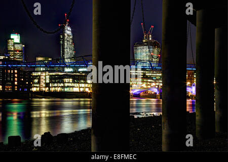 Regno Unito, Inghilterra, Londra, Cityscape con torre 42, Leadenhall Building, walkie talkie, Millennium Bridge e Southwark Bridge Foto Stock