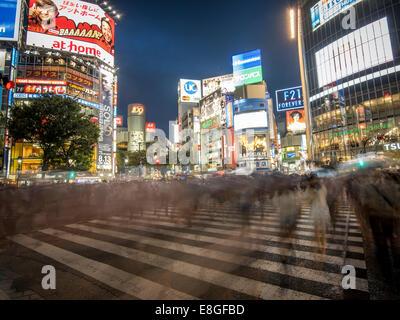 Hachiko Scramble attraversamento pedonale, Shibuya, Tokyo, Giappone. Più trafficato attraversamento pedonale nel Foto Stock