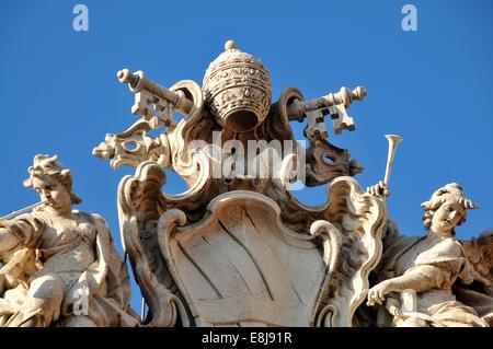 Roma, capitale d'Italia. La fontana di Trevi. Dettaglio : Bracci del papa Clemente II. Foto Stock