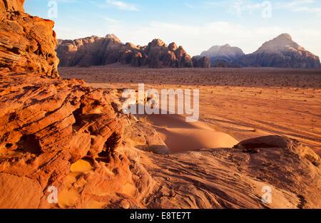 Il Wadi Rum o a valle della Luna in Giordania Foto Stock