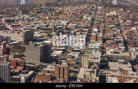 JOHANNESBURG, SUD AFRICA - grattacieli ed edifici nel quartiere centrale degli affari. Vista aerea dalla parte superiore Foto Stock