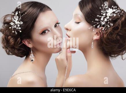 Sensualità. Due donne modelli di moda alla moda e Make-up Foto Stock