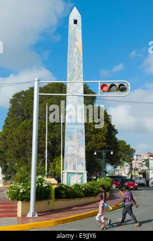 Dominikanische Republik, Osteno, La Romana, Obelisco an der Avenida Libertad