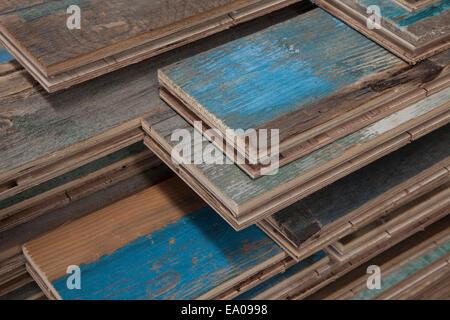 Cataste di legno trattato pavimentazione in fabbrica, Jiangsu, Cina Foto Stock