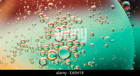 Olio su acqua, abstract sfondo colorato Foto Stock
