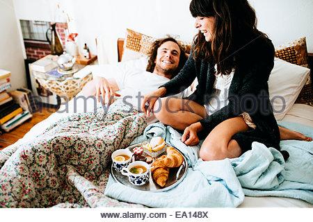 Famiglia con prima colazione foto immagine stock - Colazione a letto immagini ...