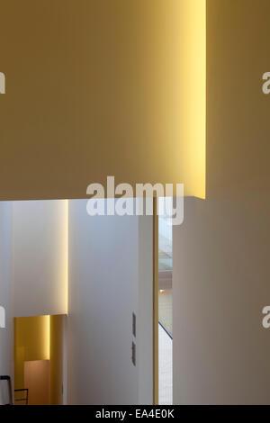 Corridoio di illuminazione in Notting Hill townhouse, Londra, Regno Unito. Foto Stock