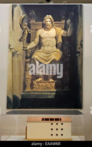 La ricostruzione della gigantesca statua di Zeus nel museo archeologico di Olimpia Antica, Ileia, Peloponneso e Foto Stock