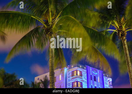 Miami Beach Florida Art Deco District Ocean Drive crepuscolo serale per le palme Park Central Hotel Foto Stock