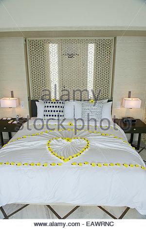 Un bungalow per sposini in luna di miele al viceré Maldive resort. Foto Stock