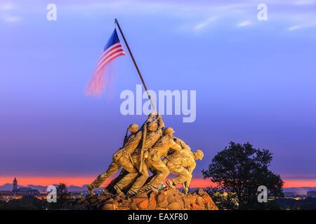 US Marine Corps War Memorial, noto anche come il Memorial Iwo-Jima ad Arlington, Virginia, Stati Uniti d'America. Foto Stock