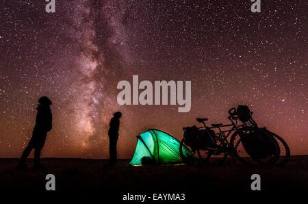 Campeggio sotto le stelle, deserto dei Gobi e Mongolia Foto Stock