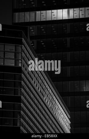 Milano, Italia. Grattacieli in Windows Foto Stock