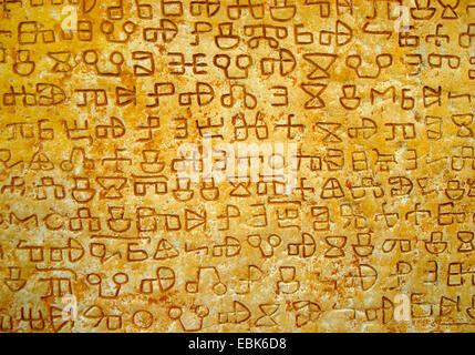 Iscrizione glagolitico su una pietra a Valun, Croazia, Insel Cres Foto Stock