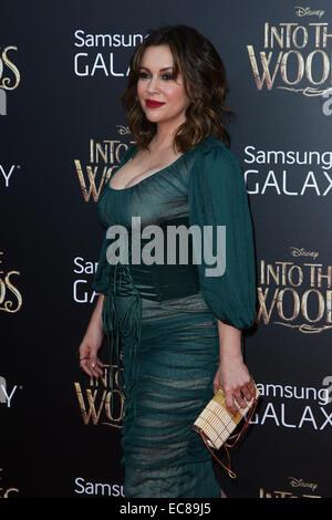 New York, Stati Uniti d'America. 8 dicembre, 2014. L'attrice Alyssa Milano assiste il 'nel bosco' premiere al Teatro Ziegfeld su dicembre 8, 2014 a New York City. Credito: Debby Wong/Alamy Live News