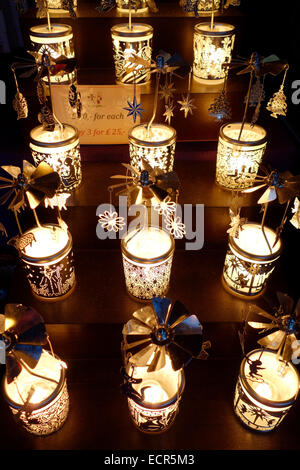 Lanterne di Natale ad Edimburgo Mercatino di Natale Foto Stock